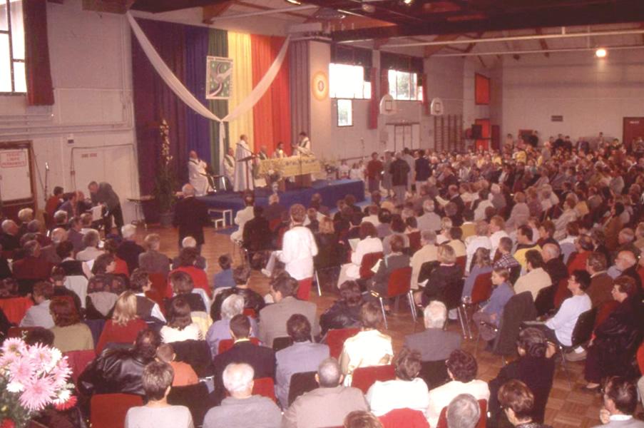 Proclamation de la paroisse du Bon Samaritain à la salle des fêtes de Saint-Rémy le 15 octobre 2000